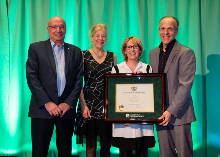Le prix Contribution à la qualité de l'enseignement universitaire a été remis à Sylvie Mathieu, conseillère pédagogique au Service de soutien à la formation.