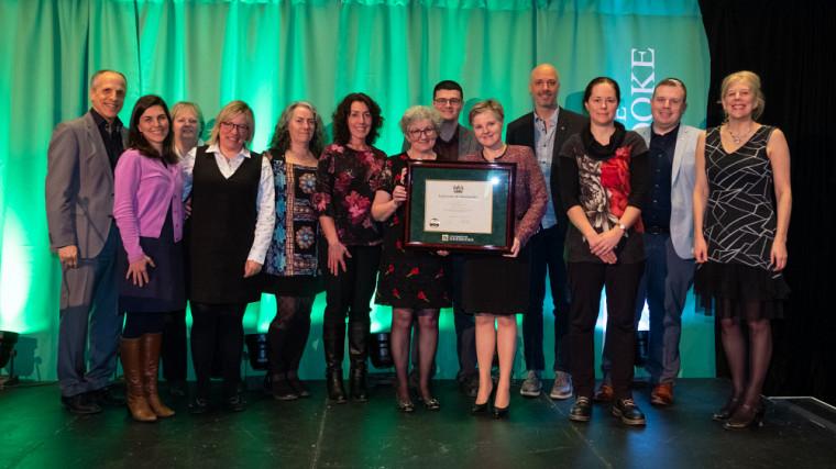 L'équipe de l'École des sciences infirmières a reçu le prix de la Grande distinction en enseignement universitaire pour le volet «équipe».