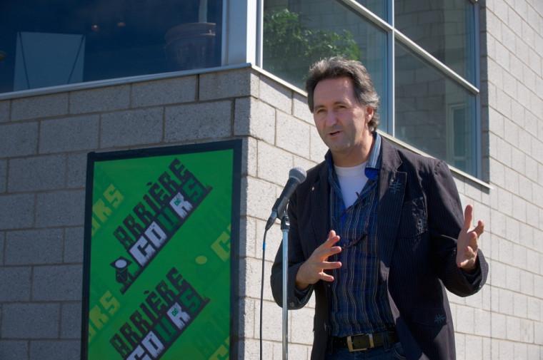 Le directeur général du Centre culturel de l'UdeS, Mario Trépanier, au lancement de la programmation Arrière cours.