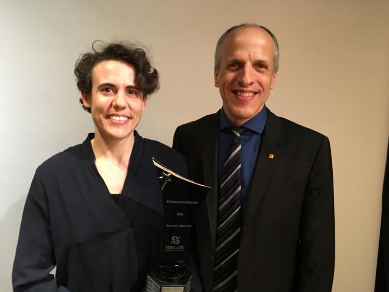 Amélie Augé en compagnie du recteur de l'UdeS, Pr Pierre Cossette.