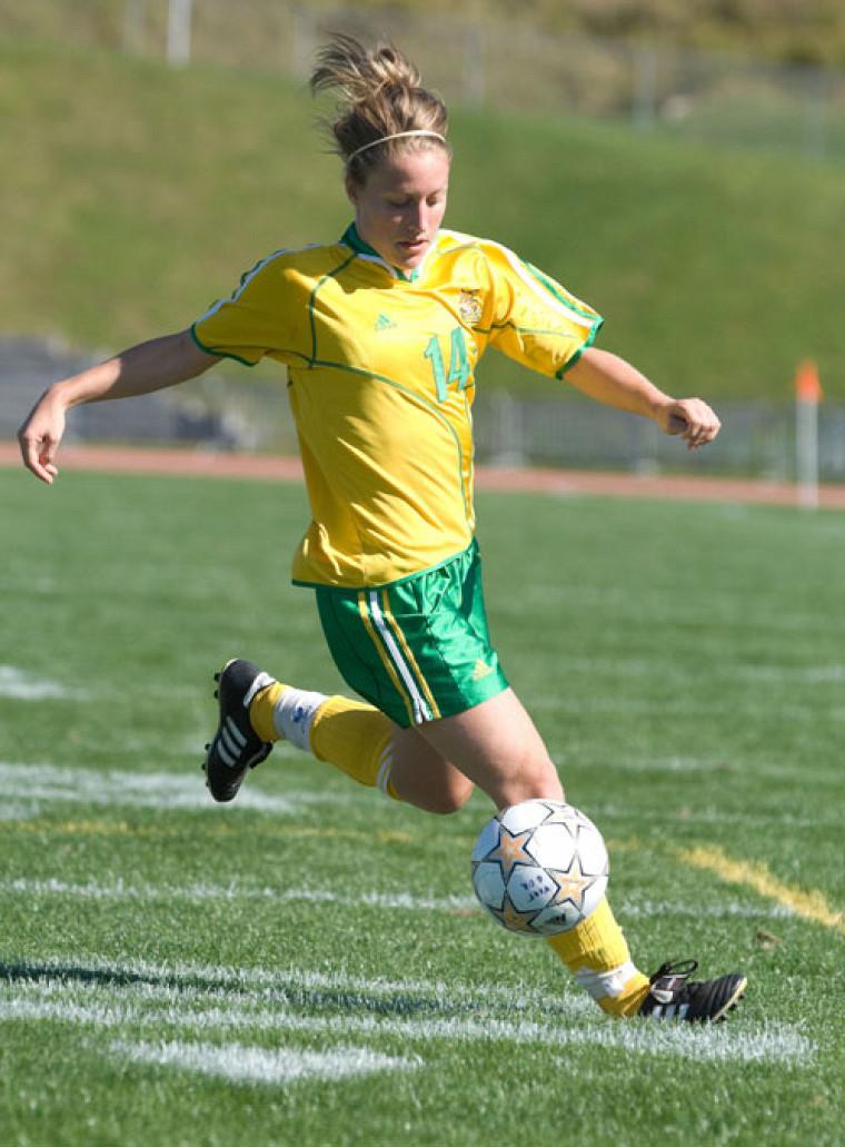 Même si elle a été rudoyée, Josée Bélanger a marqué un but face aux Patriotes de Trois-Rivières, dimanche après-midi.