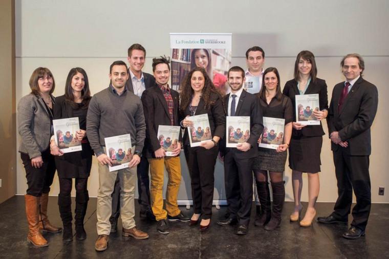 Les étudiantes et étudiants en récipiendaires de la bourse Yves Bourassa en compagnie du doyen, Pr François Coderre et de ladirectrice du Département de marketing, Pre Caroline Boivin.