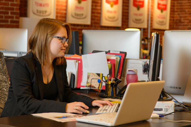 Deux options principales s'offrent à qui souhaite développer ses compétences en communication dans une démarche personnelle : une activité ouverte à tous ou un cours tutoral.
