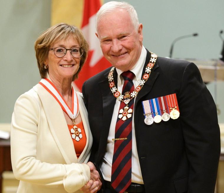 Marie Deschamps en compagnie du gouverneur général David Johnston