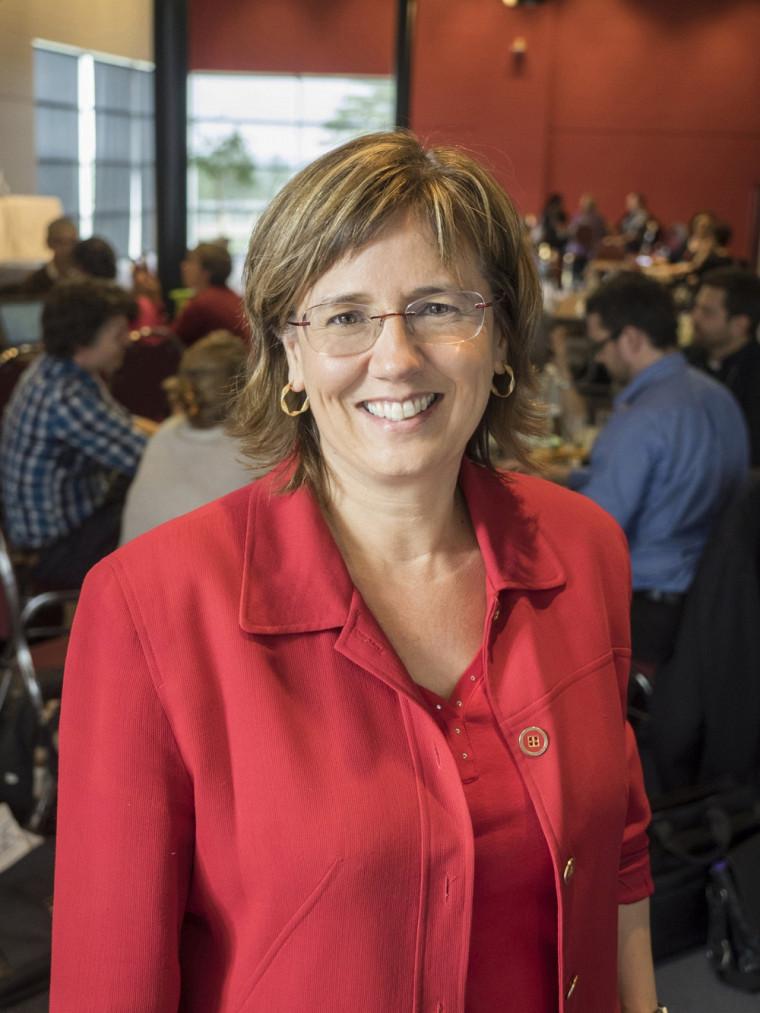 La Pre Julie Desjardins, vice-doyenne à la formation de la Faculté d'éducation