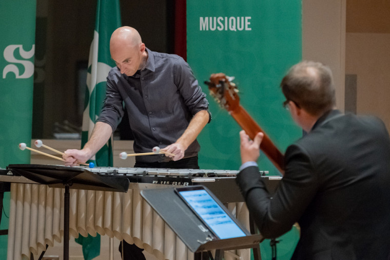 Le professeur André Cayer et le chargé de cours Jean-François Desrosby ont livré une prestation musicale exceptionnelle.