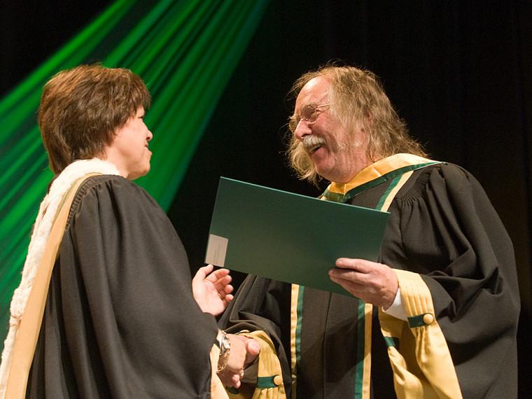 L'artiste Michel Goulet, nouveau docteur d'honneur.
