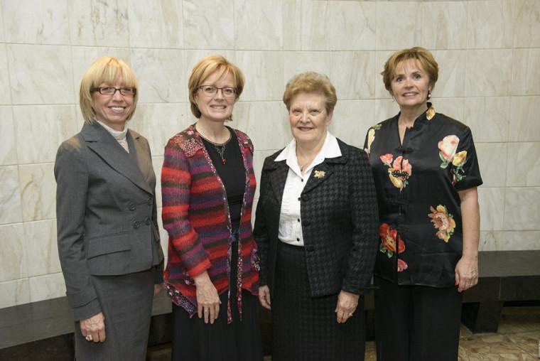 Les ambassadrices de la Faculté d'éducation, Normande Lemieux, Ginette Pépin et Pauline Ladouceur, en compagnie de la doyenne Colette Deaudelin.