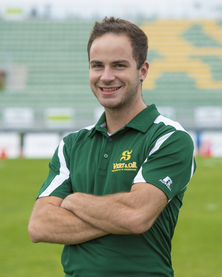 Vincent Robert, entraîneur de l'équipe de cheerleading Vert & Or.