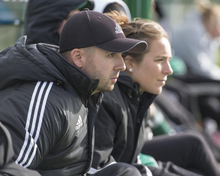 L'entraîneur de l'équipe féminine de soccer Vert&Or de l'UdeS, Louis Provencher.