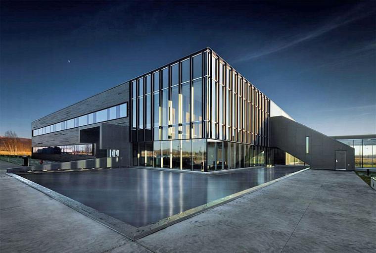 Établi en 2011, le C2MI est un écosystème composé d'industriels, d'universitaires et de partenaires dédiés à la commercialisation.