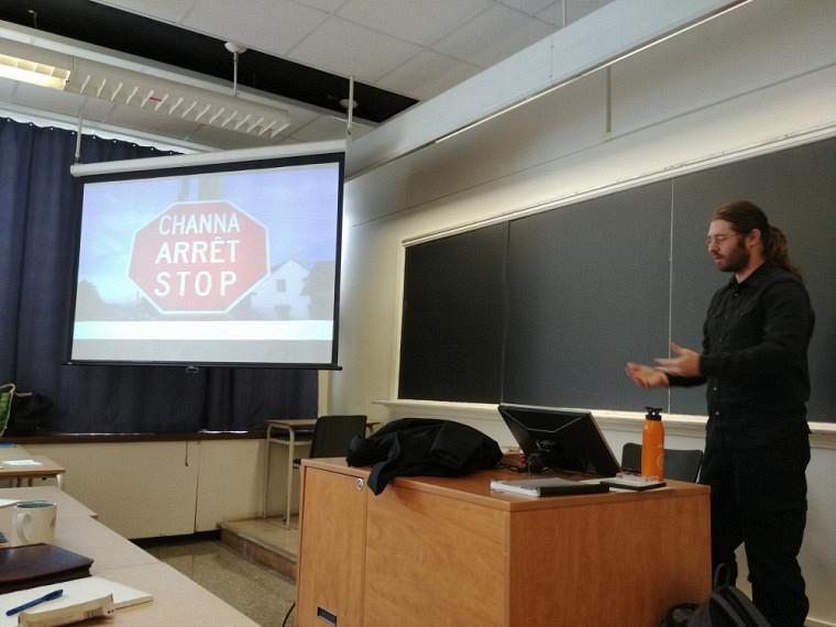 Philippe Charland enseignela langue abénakise dans le cadre d'un cours offert par le Centre de langues.