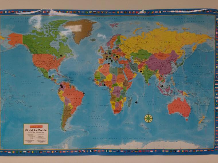 Carte du monde avec les endroits d'où viennent les étudiants-chercheurs.
