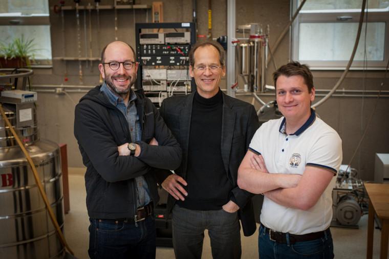 Les physiciens Nicolas Doiron-Leyraud,Louis Taillefer et Sven Badoux.