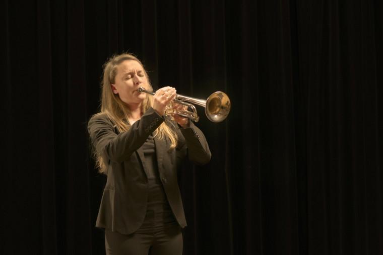 La trompettiste Marie-Pier Touchette et le Stage Band de l'Université de Sherbrooke offriront une prestation énergique dimanche au Centre culturel.