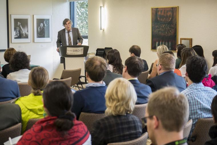François Ost, professeur à la faculté de droit de l'Université Saint-Louis en Belgique, présentait la conférence d'ouverture.