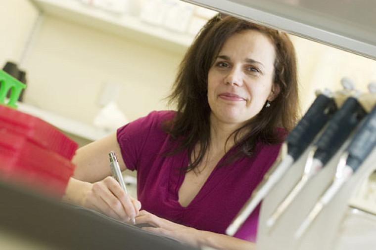 Nancy Dumais, spécialiste en microbiologie, a trouvé un moyen original de fournir aux élèves du secondaire des notions scientifiques sur le virus influenza.