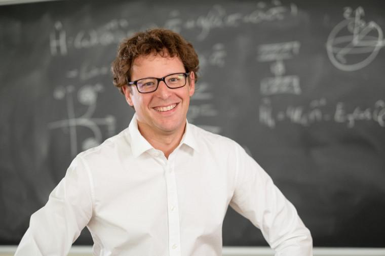 Alexandre Blais, professeur au Département de physique de la Faculté des sciences et directeur de l'Institut quantique de l'Université de Sherbrooke.