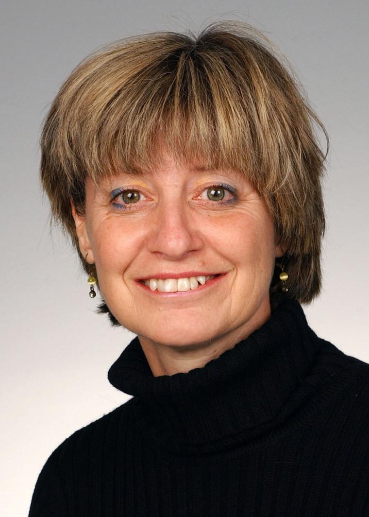 Spécialiste de la prévention des chutes, Hélène Corriveau est professeure à l'École de réadaptation.