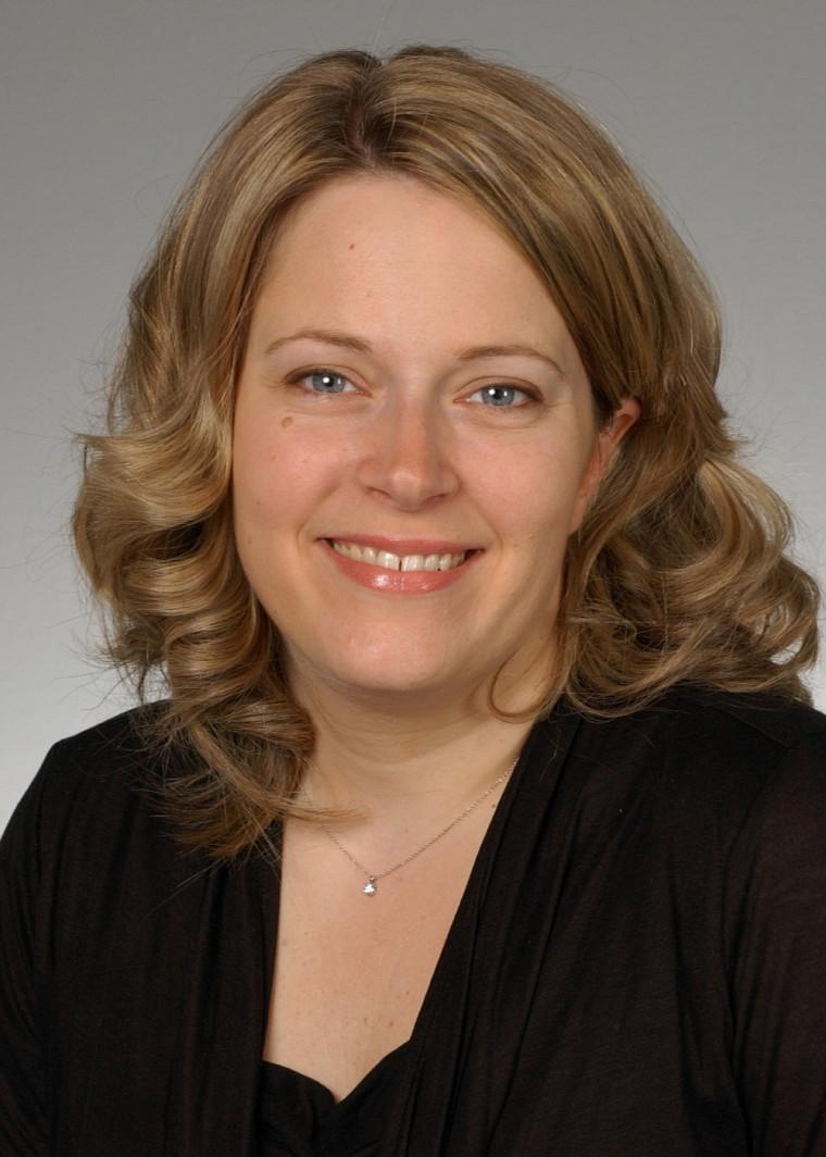 Isabelle Gaboury est professeure au Département de médecine de famille et de médecine d'urgence. Elle est aussi chercheuse au Centre de recherche clinique Étienne-Le Bel.