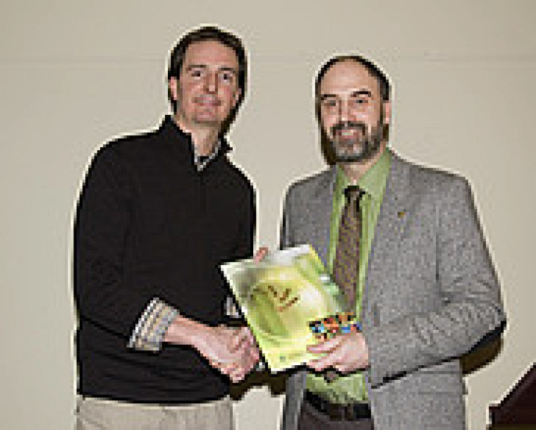 Jean-Michel Longpré, gagnant du Prix de la meilleure thèse 2008, secteur sciences de la santé et Jacques Beauvais, vice-recteur à la recherche.