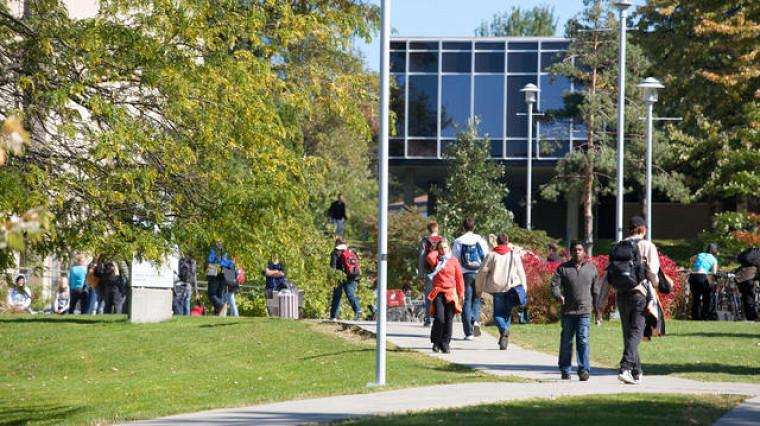 La Journée portes ouvertes représente l'occasion idéale pour découvrir l'UdeS et apprécier l'atmosphère chaleureuse et dynamique qui règne sur ses campus.