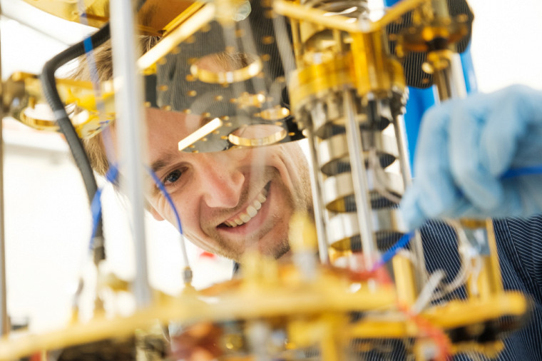 Selon Julien, les microaimants pourraient constituer la clé permettant la fabrication de l'ordinateur quantique.