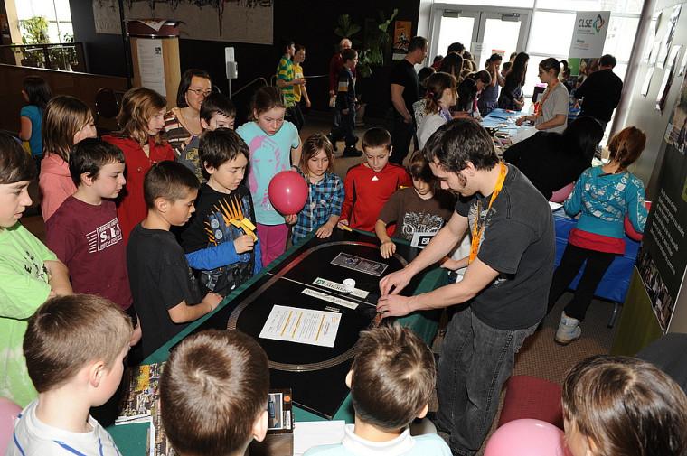 Jeunes visiteurs de la finale régionale de l'Estrie de l'Expo-sciences Hydro-Québec2011.