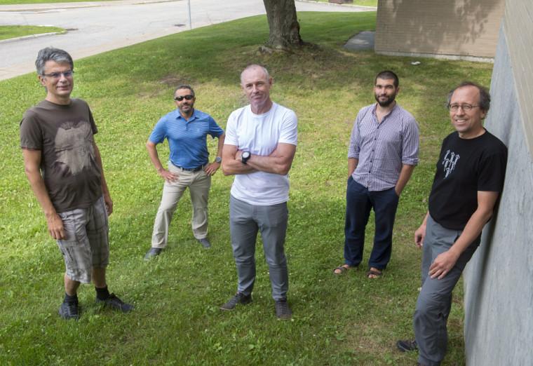 De gauche à droite: Philippe Micheau, Noureddine Atalla, Alain Berry, Nicolas Quaegebeur et Patrice Masson, professeurs membres du GAUS.