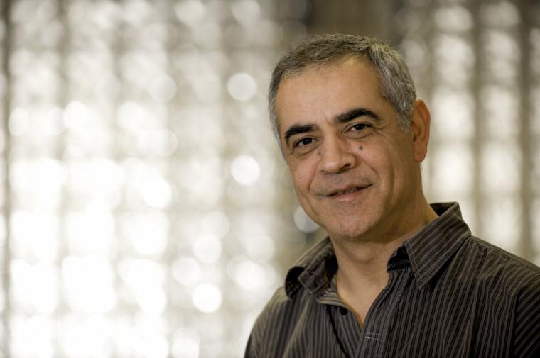 Djemel Ziou est professeur au Département d'informatique de la Faculté des sciences. Ils'intéresse à une éventuelle collaboration avec l'Algérie pour l'avancement de ses travaux dans le domaine du traitement d'image, de la vision artificielle, de l'apprentissage numérique et de la gestion de documents visuels.