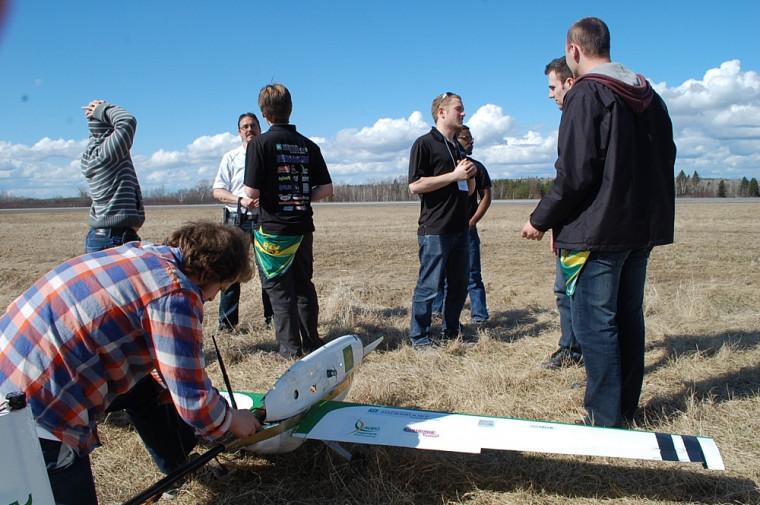 VAMUdeS dans le feu de l'action à Alma (Compétition canadienne étudiante de drones 2015)