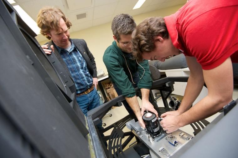 Le système DIET utilise cinq appareils photographiques et une solution numérique de très grand calcul inverse pour connaître les propriétés élastiques du tissu.