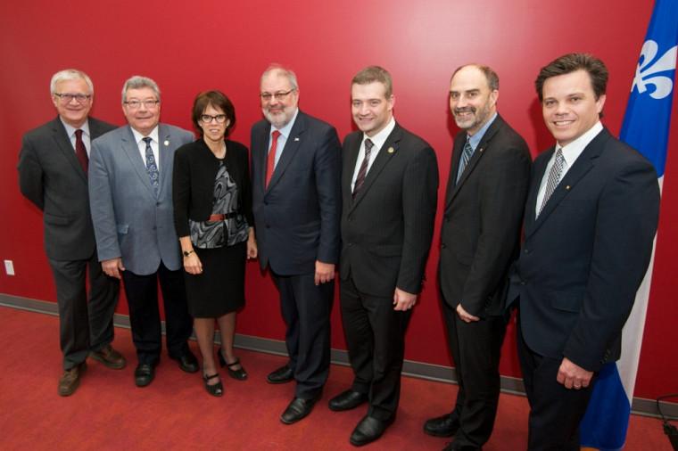 Le ministre de l'Énergie et des Ressources naturelles, Pierre Arcand, était présent à l'Université de Sherbrooke pour annoncer l'attribution d'une subvention de 2,8 M$ à la Chaire de recherche industrielle sur l'éthanol cellulosique et sur les biocommodités.