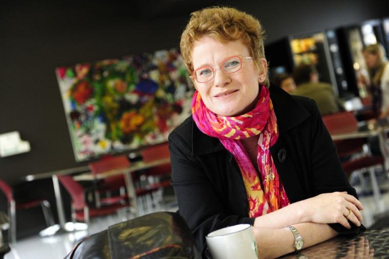 Marie Beaulieu est professeure-chercheuse à la FLSH et au CdRV et titulaire de la Chaire de recherche sur la maltraitance envers les personnes aînées.