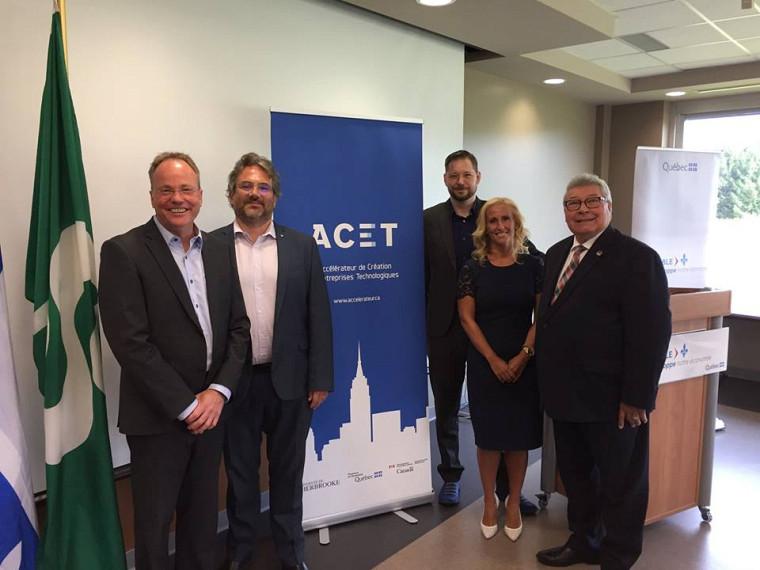 De gauche à droite : Ghyslain Goulet (ACET), Vincent Aimez (Udes), Frédéric Leduc (Immune Biosolutions), Geneviève Turbide Potvin (BNC), Guy Hardy (député de Saint-François)
