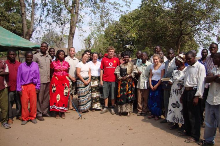 Cérémonie d'accueil à Golomoti avec les chefs du village.