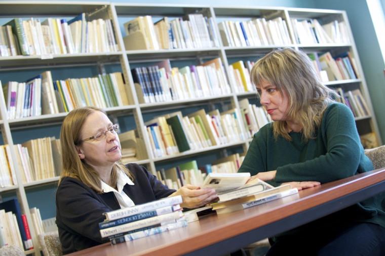 Patricia Godbout et Nathalie Watteyne, professeures au Département des lettres et communications de l'Université de Sherbrooke.
