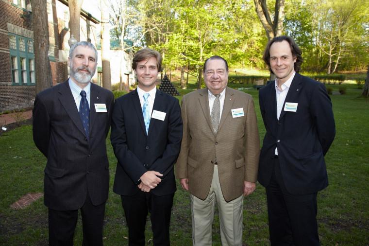 Au centre, les deux coprésidents d'honneur, Me Antoine Pellerin et Me Robert Normand, en compagnie du président de l'ADDUS, Me Neville-Warren Cloutier, et du doyen de la Faculté, le Pr Sébastien Lebel-Grenier.