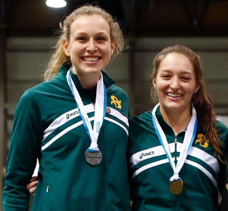 Maïté Bouchard et Émy Béliveau du Vert & Or, deux des vedettes du Championnat d'athlétisme RSEQ.
