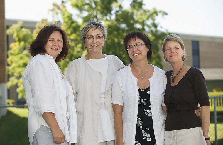 L'équipe responsable du projet est composée de Lina Martel, conseillère pédagogique répondante locale Performa au Cégep de Saint-Hyacinthe, Léane Arsenault, directrice du secteur Performa, Lise-St-Pierre, professeure au Département de pédagogie de la Faculté d'éducation, et Sonia Drouin, conseillère pédagogique.