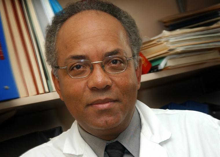 Raymond Duperval fait maintenant partie de la courte liste de professeurs émérites de la FMSS. Un honneur pleinement mérité pour celui qui a marqué toute une génération de collègues, d'étudiants et de patients.