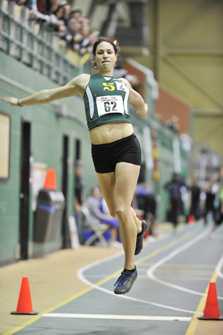 Pascale Délisle a remporté la médaille d'or au saut en longueur au championnat SIC d'athlétisme 2011.