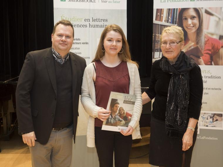 Au printemps 2015, Élisabeth Chénard-Soucy a remporté une bourse du Fonds André et Maria Bandrauk.(Sur la photo: professeur Mario Boivin, directeur de l'École de musique, Élisabeth Chénard-Soucy, récipiendaire, Madame Maria Bandrauk, donatrice)