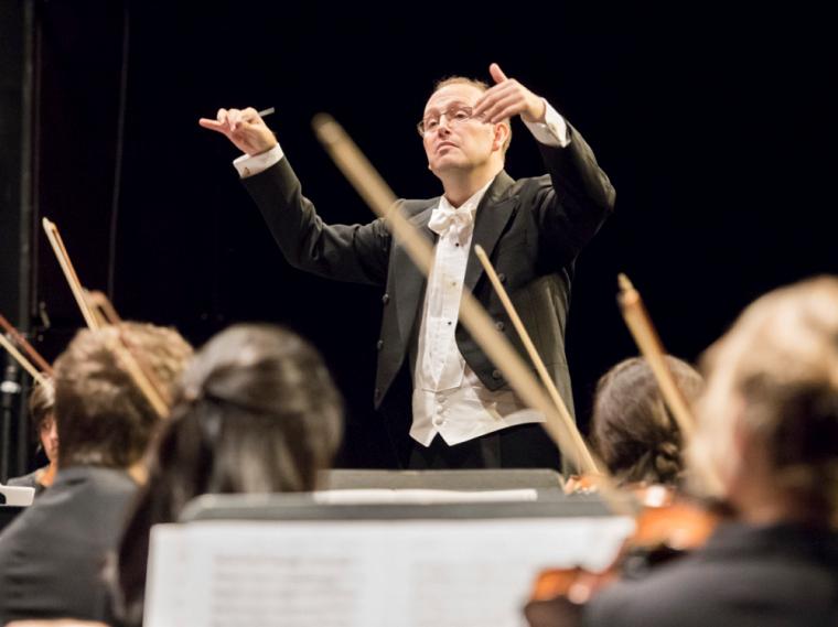 Le chef d'orchestre et chargé de cours à l'École de musique François Bernier sera au pupitre de l'Orquesta Sinfónica de Nuevo León à Monterrey, au Mexique, le jeudi 14 mars prochain