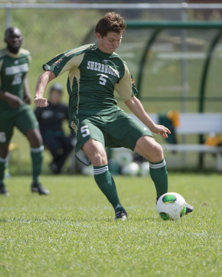 Gwen Duguet et ses coéquipiers de l'équipe masculine de soccer Vert&Or ont connu la défaite à deux reprises la fin de semaine dernière, chaque fois par le pointage de 2 à0.