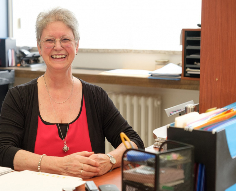 Solange Thériault, secrétaire de Direction du Département de chimie