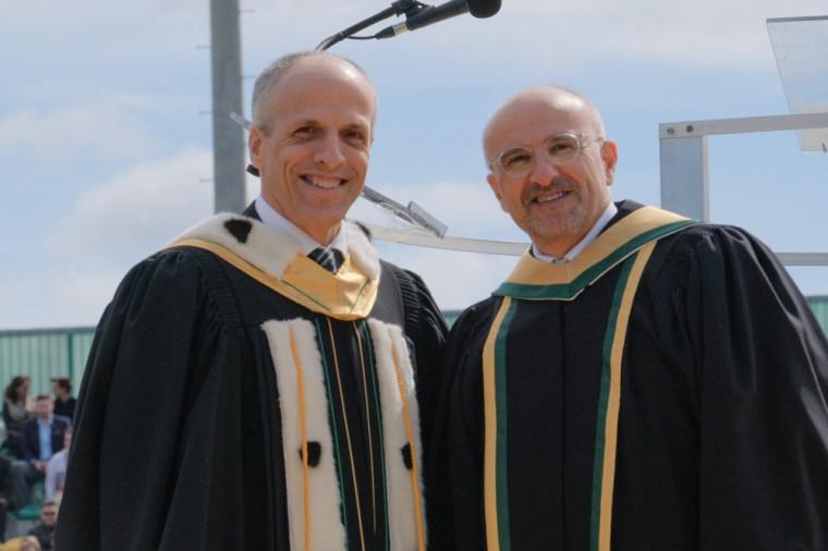 Le recteur de l'UdeS, Pr Pierre Cossette et le Pr Antoine Georges lors de la collation des grades.