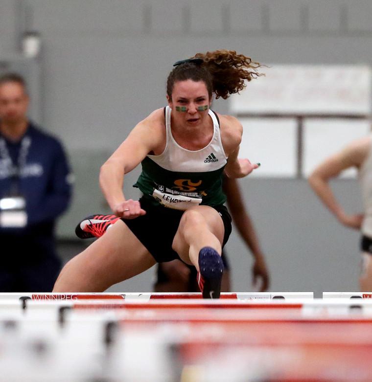 Maude Léveillé lors de la finale du 60 mètres haies vendredi à Winnipeg.