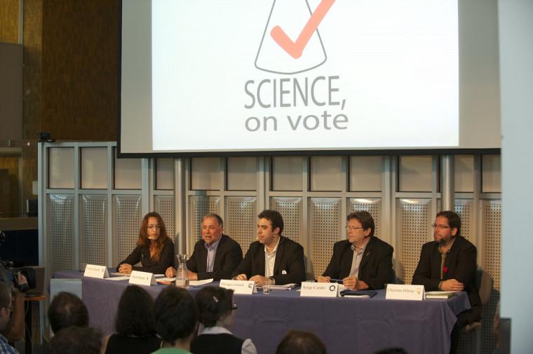 Les participants au débat du 21août: Évelyne Beaudin, Pierre Paradis, Philippe Girard, Serge Cardin et Christian Bibeau.