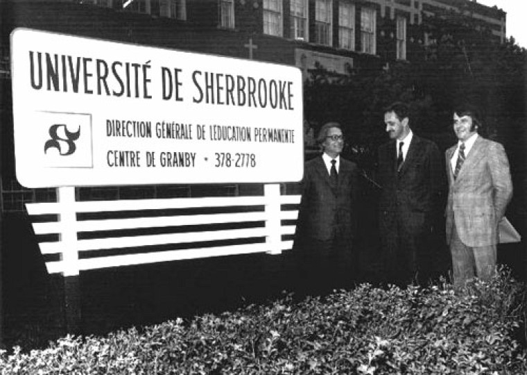 En septembre1972, le directeur de la Direction générale de l'éducation permanente Roger Bernier, le vice-recteur aux affaires académiques Normand Larochelle et le responsable du centre de Granby Yvan Duquette inaugurent dans cette ville un centre d'enseignement aux adultes où sont surtout offerts des cours en éducation et en administration.